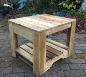 Reclaimed wood pallet garden table